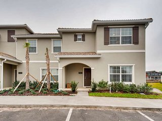 5bd home 10 min to Disney at Storey Lake 4851