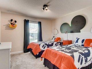 The Wonderland Home - Disney - Storey Lake 4812