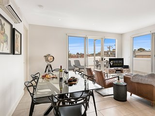 BRAND NEW! 2 Bed 2 Bath Apartment in St Kilda East