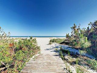 Spacious Sea Pines 3BR w/ Private Suites, Patio – Walk to Beach, Golf, Tennis