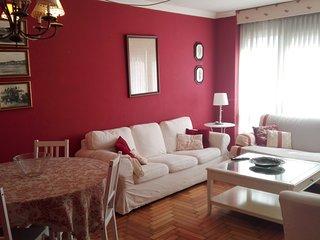 Piso amplio, 4 dormitorios, dos banos completos, salon y cocina independiente