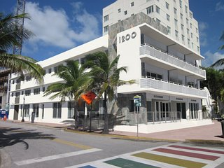 Newly Renovated- Amazingl SoBe 12th and Ocean Apt!