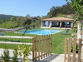 The Pool House, Quinta da Tapada - near Braga/Guimarães, pool, Wifi, BBQ, views!