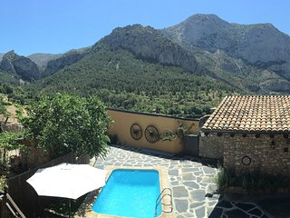 Traditional Spanish House with Swimming Pool & Mountain Views in the Pyrenees