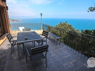Exceptional villa with overall seaview on the bay of Cannes