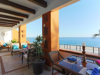 Direct beachfront with amazing views in luxurious 5-star villa