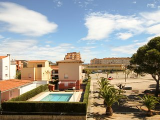 Big house with private pool 200m from the beach in Estartit