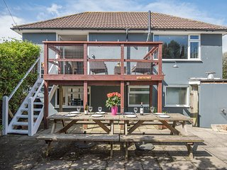 Stunning large house in centre of Croyde close to the beach with private garden