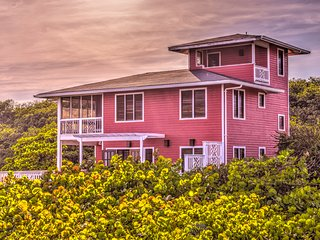 Private Oceanfront Home in Roatan w/ Pool and extra quest house!