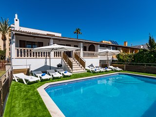 Villa in Port Alcudia Private Pool & Beach 200mtrs