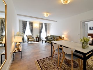 Mandusa Heritage Empire Apartment 4* - 2 minutes to the main square