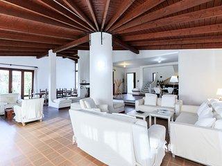 Grosse Villa, 80 Meter vom schonsten Strand Italiens