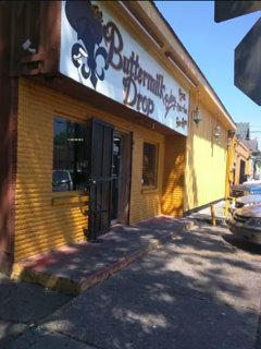 Another fav local just a few blocks in the opposite direction off Dorgenois. Them doughnuts :D