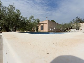 COUNTRY HOUSE WITH PRIVATE SWIMING-POOL AND BBQ_ESTANY