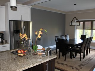 Modern bungalow min from Blue Mountain Village, Ski Hills and Beaches
