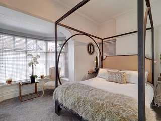 Mulberry House. A luxurious apartment, four poster bed, comfortable and chic!!