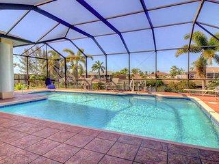 SWFL Rentals - Villa Harmony - Bright & Inviting Pool Home Sleeps 8