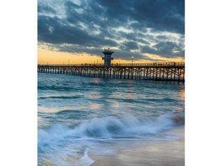 Private Seal Beach Pool Home 10 min to Beach 20 min to Disneyland and Knotts!