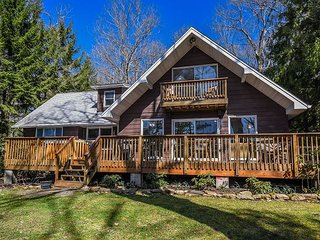 Lovely Lakefront home with Hot Tub & Private Dock!