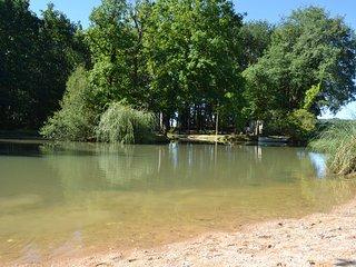 Location d'un mobile-home au calme,petit étang de pêche et cabane coin grillade