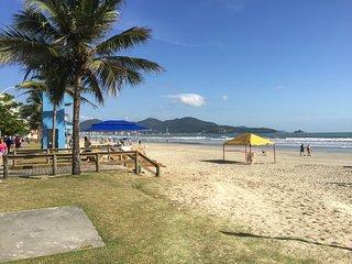Apartamento em Condomínio Frente Mar -  Meia Praia Itapema