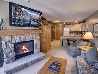 Buffalo Lodge 8390 Ground floor Sleeps 6 with shared pool/hot tube and pool tabl