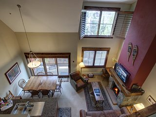 Seasons 1860 High Country Decor 2 bdrm Townhome by Summitcove Lodging