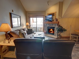 Buffalo Lodge 8421 Top floor, with great views of the village, walk to slopes, s