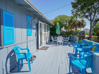 **ALL-INCLUSIVE RATES** Ancient Mariner - Rustic Beach House with Hot Tub