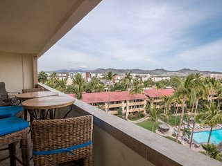 Gorgeous Balcony Views - 2BR/2BA Condo Just Steps to Downtown Cabo, Medano Beach