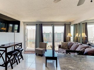 Beachfront condo w/ shared pool - easy access to boardwalk & dining