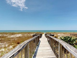 NEW LISTING! Seaside beach home w/ocean views & shared pool, hot tub & sauna