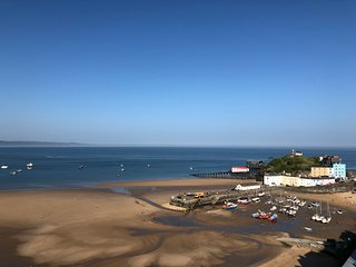 Stunning 2 bedroom apartment overlooking Tenby Harbour and North Beach