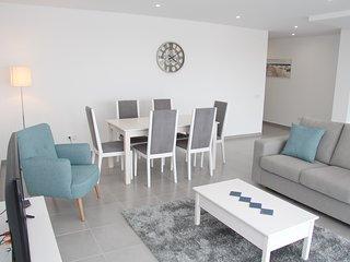 Apartamento de ferias para alugar | 2 Quartos | Grande Piscina Comum e Terraço |