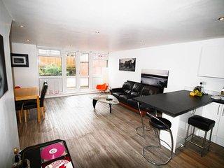 Modern & Bright 3 bed w/garden 5 mins to tube
