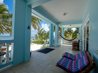 Steps away from the Beach! Sunset Beach B1- Pool, Beach 'Toys', WiFi, AC, kayaks