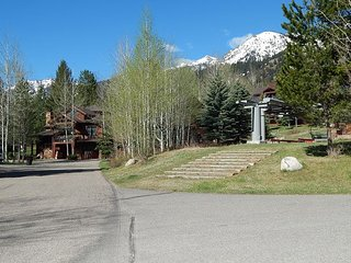 Teton Village condo at the base of Moose Creek Lift~Sundance Club included!