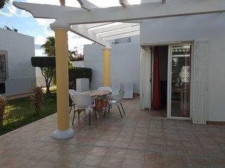 Casita cerca de playa luminosa y confortable en oasis verde en Costa de Almeria,