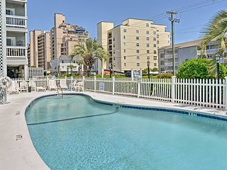 Garden City Beach Condo w/ Pool - Steps to Beach!