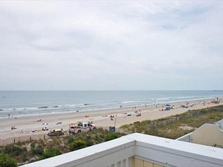 Fantastic townhouse located just seconds from the beach