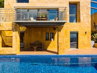 Yellow Dream VIlla 2 · Seaside Luxury Dream Villa!