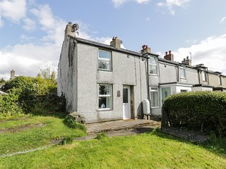 TY BACH TWT, charming and homely, easy access to facilities, near Bangor, Ref 97