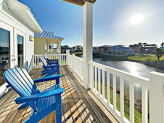Waterfront 5BR w/ Balconies & 2 Pools - 1 Block to Beach, 5 Miles to Downtown