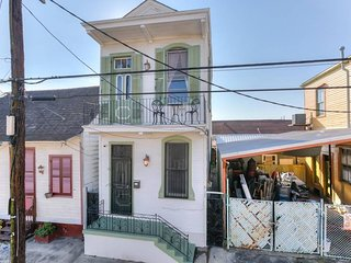 #NOLA - Big Easy Getaway (sleeps 7) - D
