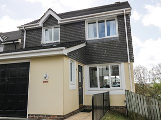 12 KEL AVON, views of Truro Cathedral, en-suite, WiFi, Ref 973864