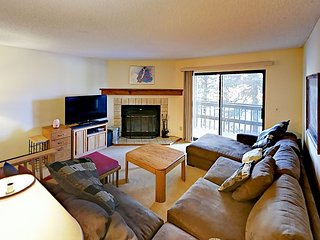 Near Shops & Ski Resorts! Cozy 2BR Frisco Condo w/ Fireplace & Lake Views