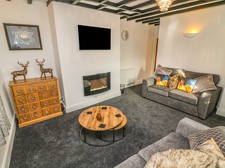 PRIMROSE COTTAGE, en-suite, in Heighington, WiFi, Ref 976722