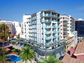 New apartment only 100 meters from the beach in Calpe center (+TV Vlaanderen)