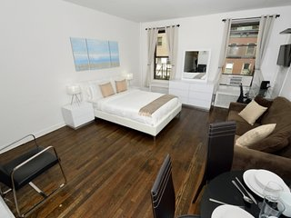 Modern Midtown East Studio near East River + Rockefeller Center. Don't Miss Out!