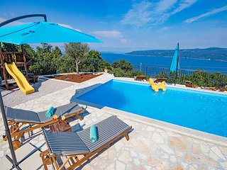 Exceptional villa with sea view FROM THE POOL